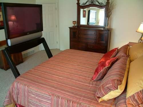 床底的平板电视