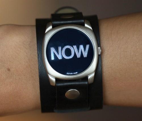 现在就是此时此刻手表