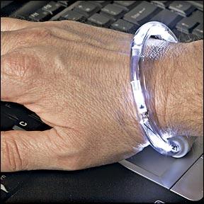 手腕上的键盘灯
