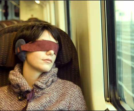 耳朵和眼睛都捂住了这么高级,怎么独独少了旅行枕头呢