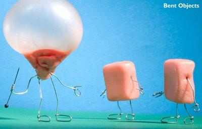 用吹出泡的口香糖做铁丝人,是 bend object 的一个突破呐