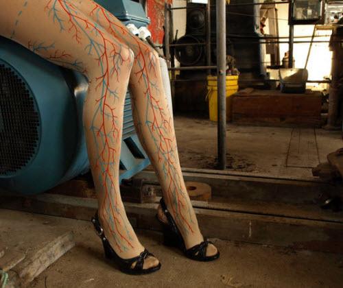 模特美腿减轻了这丝袜的难看度