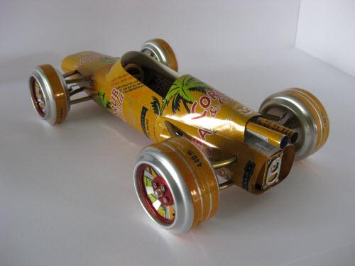 饮料罐本身的花纹为这些车模加了分