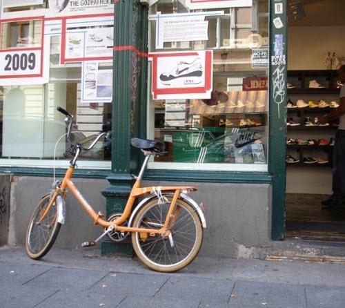 鞋店门口的自行车要怎么锁