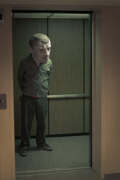 在电梯中思考人生的……Q版大头