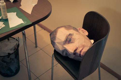 我忽然觉得,啊,要是人类能把头摘下来放椅子上歇一歇,好像也满惬意的哦