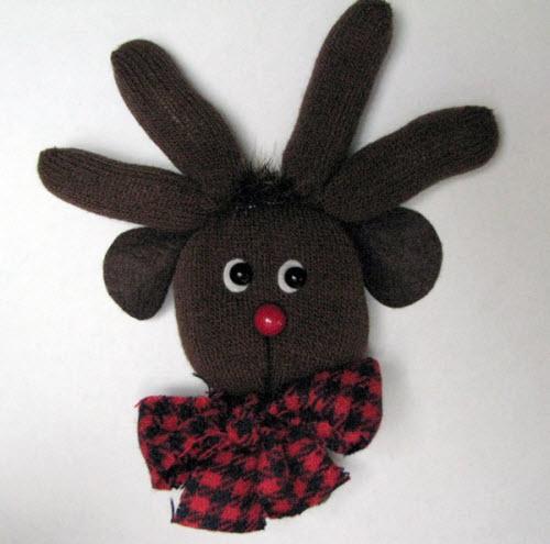 这只手套不是六指的,这只驯鹿也不是多长了两对耳朵的兔子啦