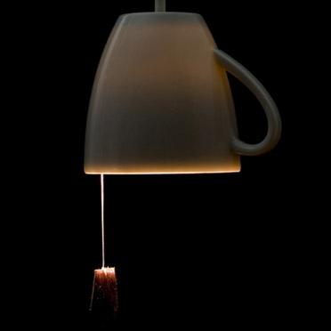我租的房子也是拉绳的灯,自从住进来到现在,各处开关的绳子被我拉断快五次了……