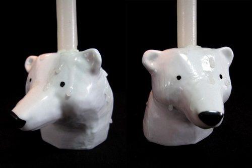 这个角度拍出来的北极熊,加上头顶的蜡烛,呆呆的有点好笑