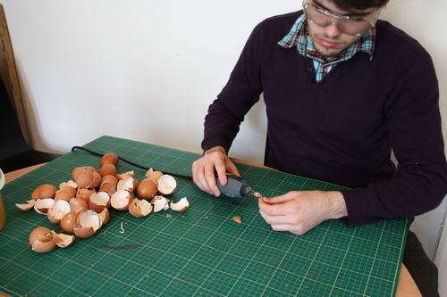 其实蛋壳易碎要粘的数量又多,想想也真的是很难高兴得起来