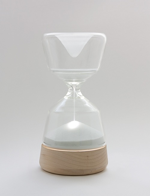 随着时间推移沙子没过灯泡后灯光可能就看不到了吧,那样算是实现了定时关灯功能吗