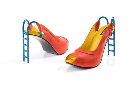 没准我们人类的滑梯其实是女巨人的高跟鞋啊