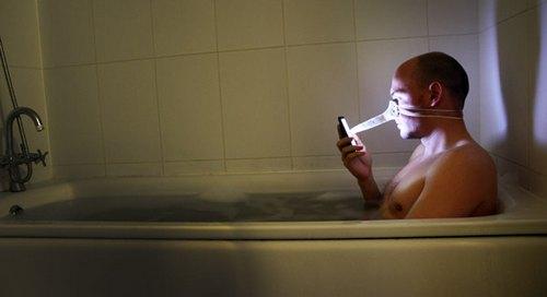 洗澡还玩什么手机