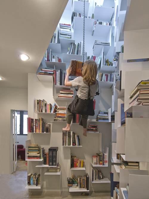 可以离地两米边看书边荡秋千