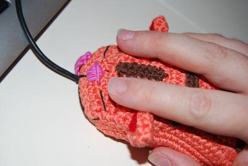 手搭上去毛线猫好像活起来了,有抚摸真猫的感觉,真奇妙