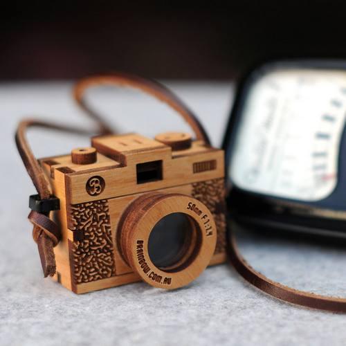 显然这相机是按照某种相机的样子造的……