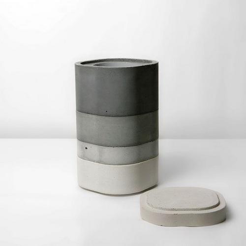 因为是便当盒作为灵感,所以还有一个对于花瓶来说全无用处的盖子