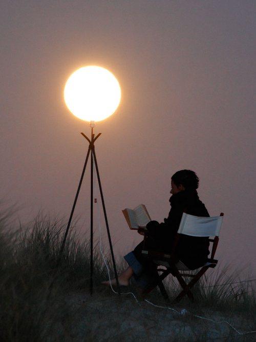 """""""小时候家里条件不好,只能抓几个月亮来读书"""""""