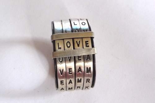我喜欢四个字母的单词,三个字母的也喜欢,两个字母的也喜欢,总之就是好记的都喜欢……