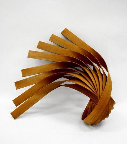 依靠材料本身的物理特点才能保持这个造型