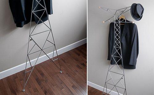 有两根横杆撑在墙上