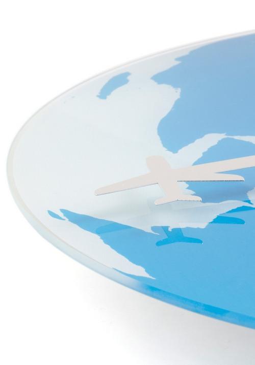 自然环保仅靠一节电池驱动的两架飞机