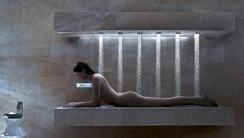 我可以邪恶的问:为什么这美妞儿不正面淋浴?吗!
