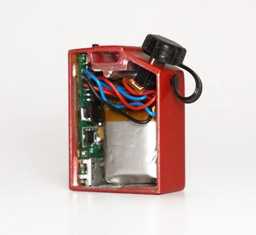 如果看不清油桶里面的结构可以点起打火机照亮着看看