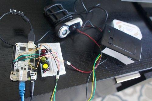 之所以单板电脑加摄像头,也许是嫌平板打印不方便吧