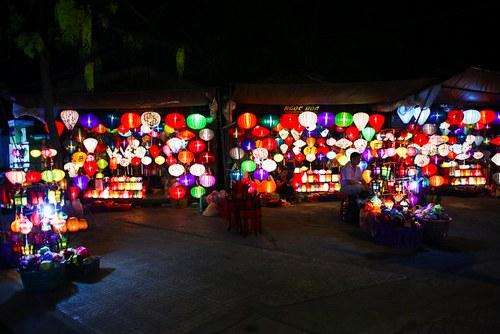 这张图上有118盏灯笼。