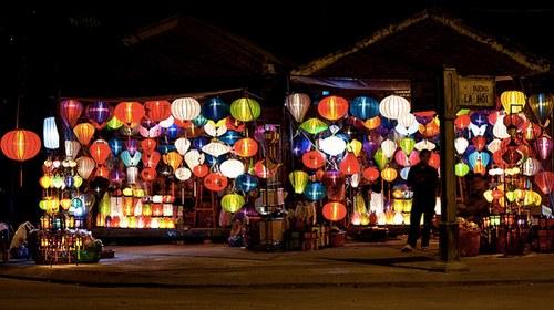 这张图中有121盏灯笼。