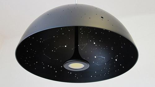 每个灯罩都可以根据某个时间点的星空图来定制,但是1000美元一个这也太坑爹了吧
