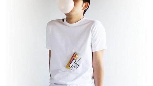 吐口香糖泡泡装可爱装成了被球砸脸