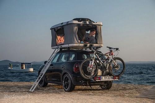 这款车的问题是,似乎只能坐两个人啊。就算坐多了,帐篷也睡不下啊。