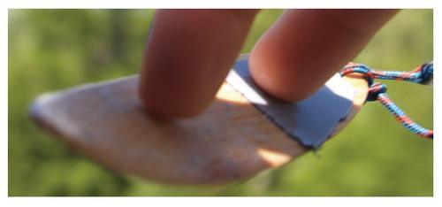小木板划开空气