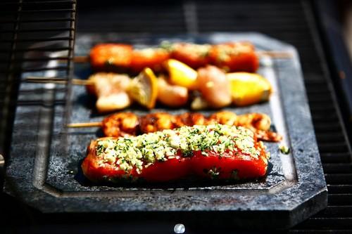 烤鱼一定要加蒜粒和香草碎