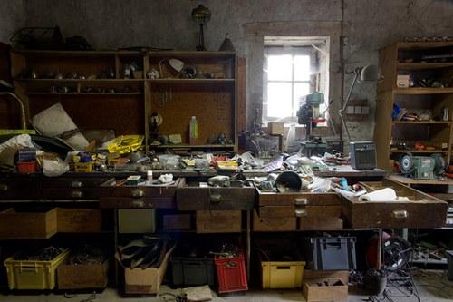 看到这样的工作室,就想到一个问题,千万不要在一个灰大的城市搞这样的工作室!