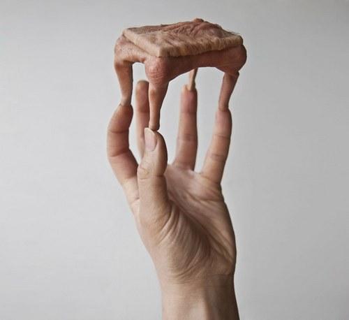这个艺术家杰西卡,迷恋人体解刨学,从这些作品的细节可见一斑。