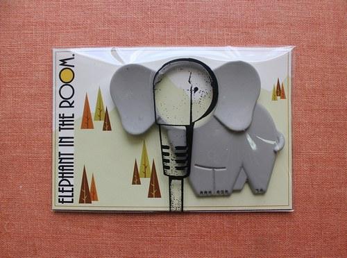 """Elephant in the room 是一句俗语,意思是""""明明这问题存在可是你们怎么就看不见呢"""""""
