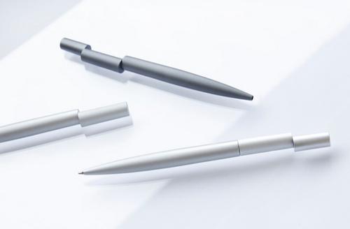 当中段和后段在一条直线上,首前段错位时,恭喜你把笔玩坏了。