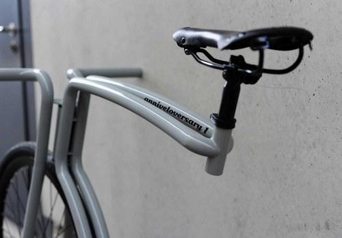 个人认为没有筐、刹车、脚架的自行车都只能拿来玩不能用于通勤。