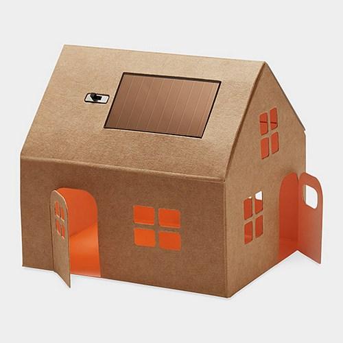 如果是我的话就会往房子里放纸折的小家具。现在房子多贵啊!能利用一点空间就是一点吧。