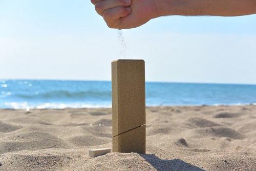 往沙子里装沙子,果然有创意