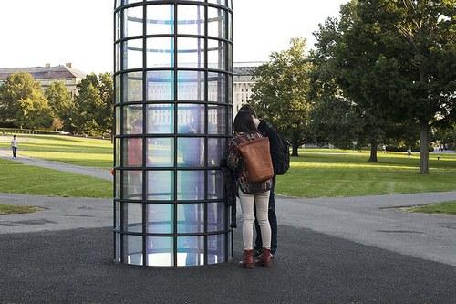 应该是实景拍摄没错可是却有种电脑渲染建筑效果图的错觉