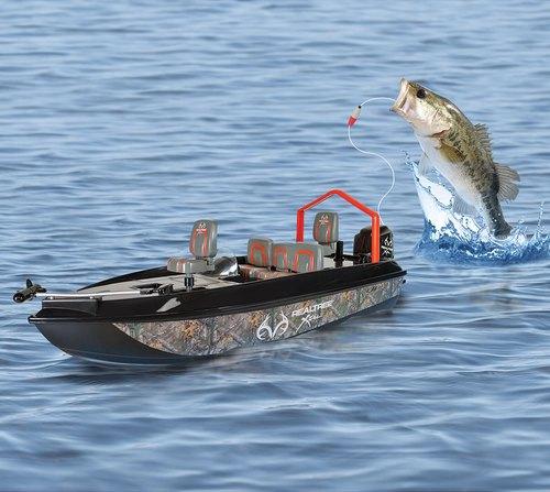 这是鲢鱼,或者鲫鱼,或者草鱼,或者……